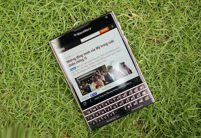 Pin-sac-du-phong-blackberry-passport