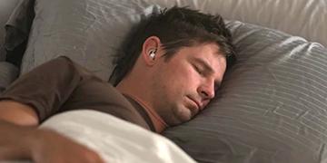 Trị chứng mất ngủ với tai nghe chặn tiếng ồn Bose SleepBuds